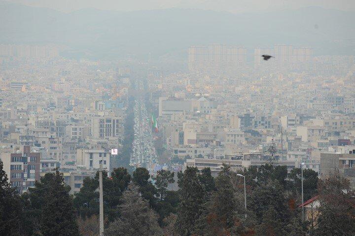 شاخص بالای آلودگی هوا در خیابان پیروزی
