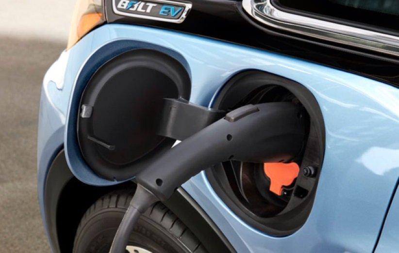 جنرال موتورز برای رقابت با تسلا 2700 ایستگاه شارژ خودرو برپا می نماید