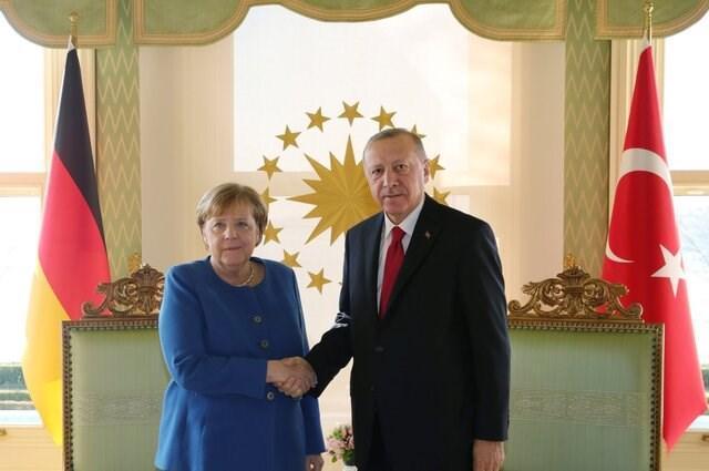 اردوغان و مرکل درباره تحولات منطقه صحبت کردند