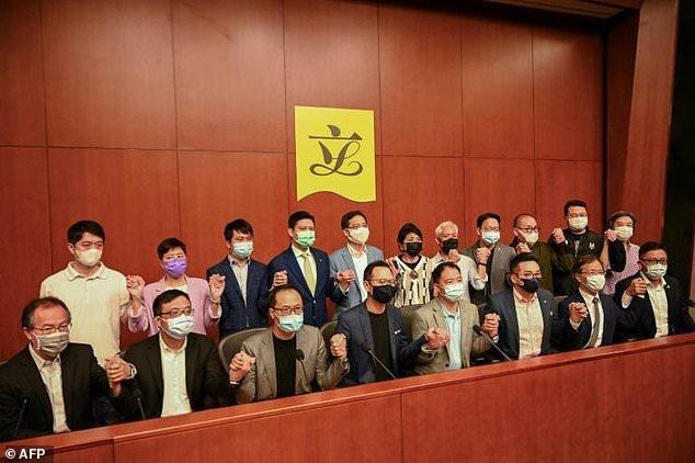 تهدید قانونگذاران دموکراسی خواه هنگ کنگ به استعفای دسته جمعی