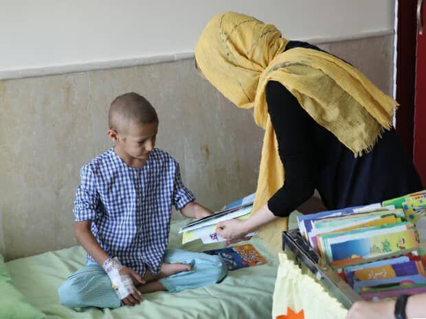خبرنگاران کتاب قصه صوتی در اختیار بچه ها مبتلا به سرطان قرار می گیرد