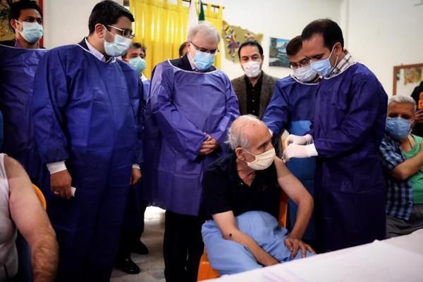 خبرنگاران واکسیناسیون سالمندان علیه کرونا آغاز شد