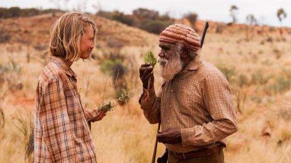 معرفی فیلم ردپا ها (2013)؛ داستان سفر تنهای یک زن از کویر استرالیا