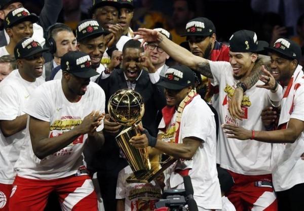 تورنتو کانادا برای نخستین بار قهرمان NBA شد